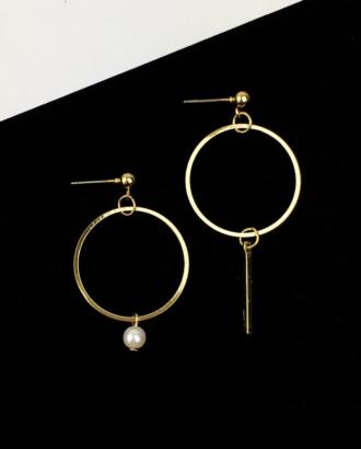 bijoux d'oreilles asymetrique dore chez Dikta